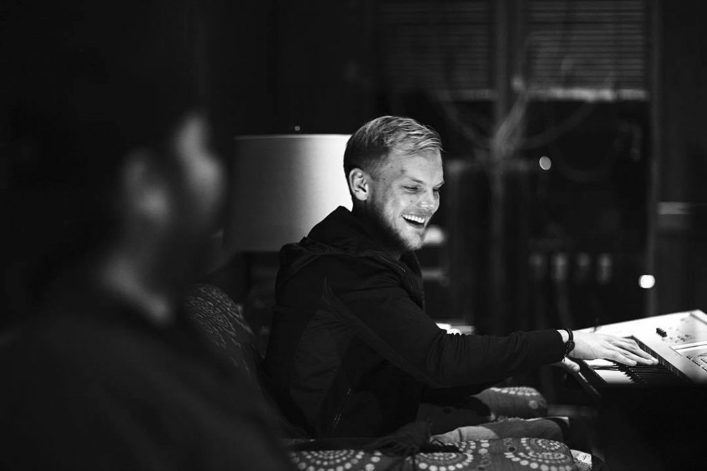 avicii playing the keyboard and smiling